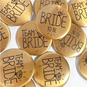 Button voor bedrijfsuitje vrouwen team en bruid